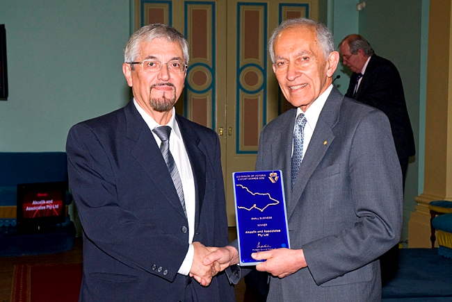 RahmiAkçelik, Director of Akcelik & Associates (left) receiving the Small Business Award from Professor David de Kretser, the Governor of the State of Victoria, Australia (right)